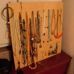 Présentoir à bijoux facile – DIY