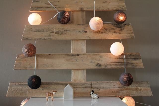 Sapin express l 39 atelier azimut - Sapin de noel en bois de palette ...