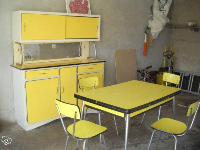 Formica l 39 atelier azimut for Mobilier de cuisine antique