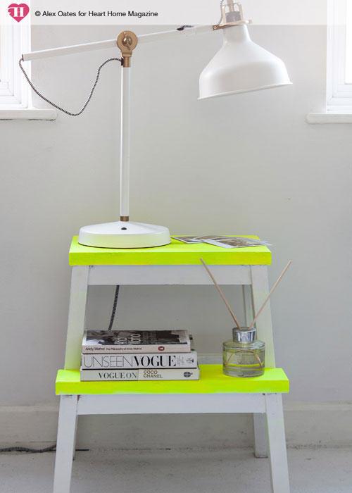 diy-neon-fluo-marchepied-ikea-hack
