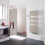 Une salle de bains déco jusqu'au bout du radiateur