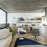 {Visite déco} Un appartement moderne et chaleureux en mix and match