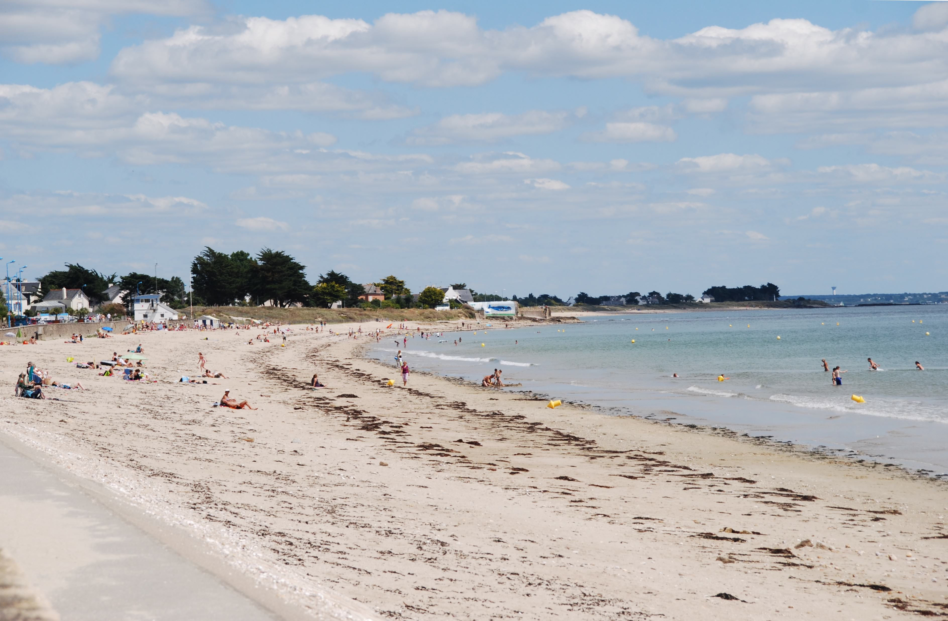 grande plage de damgan et son blockhaus repeint