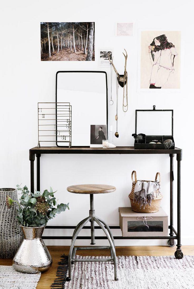 bureau-espace-travail-industriel-noir-structure