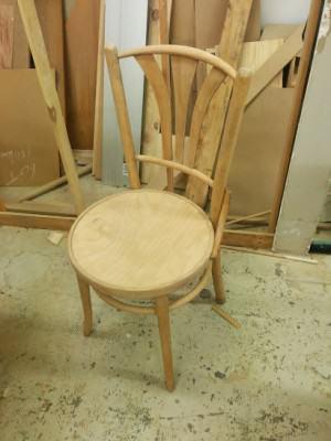 chaise bistrot hêtre cintré Thonet L'atelier Azimuté