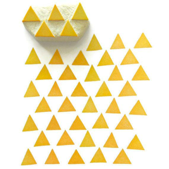 diy-tampon-triangles-motifs-jaune